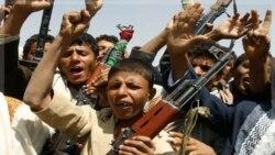 جنگجویان قبیله در تظاهرات در صنعا. یمن ۶ اکتبر ۲۰۱۱