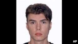 Luka Rocco Magnotta (29 tahun) ditangkap interpol Jerman di sebuah warnet di Berlin (Foto: dok). Magnotta, tersangka pelaku pembunuhan mutilasi akan diekstradisi ke Kanada dan menghadapi tuntutan hukum di negaranya.