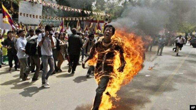 지난 3월 인도에서 분신자살한 티베트인 남성. (자료사진)