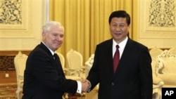 中国国家副主席习近平在人大会堂欢迎来访的美国国防部长盖茨