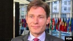 美国国务院助理国务卿马利诺夫斯基(美国之音张蓉湘拍摄)