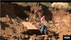 The United Nations says many people in Cyclone Idai affected areas in Zimbabwe such as Chimanimani district are still homeless, food insecure and failing to access basic health care, June 9, 2019. (C. Mavhunga for VOA)