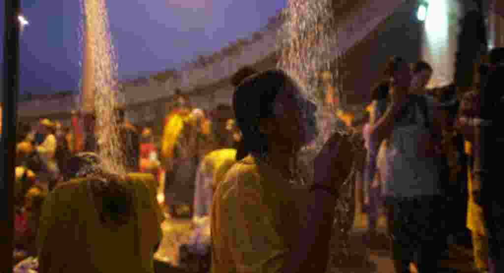 زائران به طور سنتی و به عنوان بخشی از آداب مذهبی «تایپوسام» در رودخانه آب تنی می کنند. با این وجود، زائران در مراسم «تایپوسام» در دوران معاصر از دوش دستی استفاده می کنند.