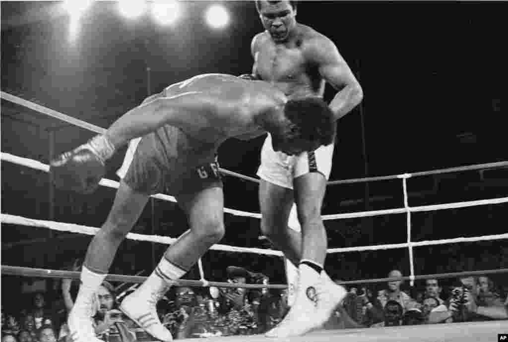 George Foreman lokacin da zai dunguri kasa a karawarsu da Muhammad Ali a Zaire
