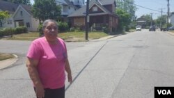 Helen Martin, a retired postal worker who lives in Mount Pleasant. (W. Gallo/VOA)