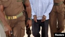 Un prisonnier escorté à Dar es Salaam, le 22 mai 2015.