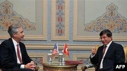 Amerika Davlat kotibi o'rinbosari Uilyam Berns, Turkiya Tashqi ishlar vaziri Ahmad Dovuto'g'li