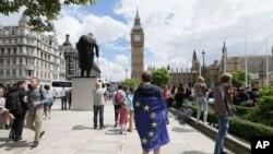 جان کېري نن لندن ته پداسې حال کې سفر کوي چې هلته سیاسی حالات ستونزمن ښکاري