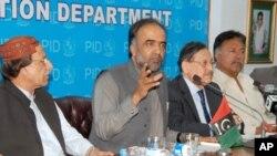 وفاقی وزیر اطلاعات پریس کانفرنس سے خطاب کرر ہے ہیں
