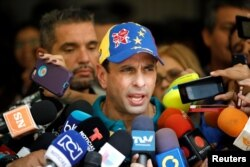 Venezuela's opposition leader Henrique Capriles speaks to the media after casting his vote during a nationwide elections for new governors in Caracas, Oct. 15, 2017.