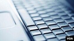 La computadora portátil cuenta con navegadores de internet, un lector de archivos en formato PDF y soporte informático para video conferencias.