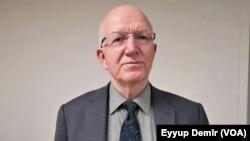 Profesorê Zagona Bingehî û parlementerê CHP Îbrahîm Kaboglu