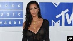 Kim Kardashian West fue víctima de un robo a mano armada en París, pero salió ilesa.