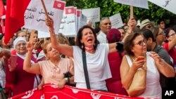 Tunisiennes manifestant pour l'égalité des droits à Tunis, le 13 août 2018. (AP Photo/Hassene Dridi)