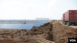 A 10-megawatt solar farm in Svay Rieng province's Bavet city on Cambodia's eastern border with Vietnam, June 17, 2017. (Sun Narin/VOA Khmer)