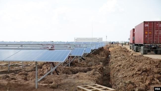 A 10-megawatt solar farm in Svay Rieng province's Bavet city on Cambodia's eastern border with Vietnam, June 17, 2017. (Sun Narin/VOA Khmer)