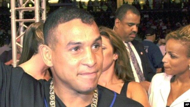"""Hector """"Macho"""" Camacho, mantan juara tinju dunia asal Puerto Rico, meninggal dunia setelah beberapa hari dirawat karena luka tembak di kepalanya, Sabtu (24/11)."""