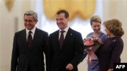 Президенты Армении Серж Саргсян и России Дмитрий Медведев с супругами. Москва, Кремль. 24 октября 2011 г.