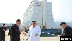 Lãnh tụ Kim Jong Un khảo sát khu nghỉ dưỡng trên núi Kim Cương, KCNA loan tin hôm 23/10/2019.