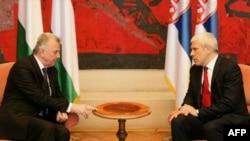 Predsednik Srbije Boris Tadić i predsednik Madjarske Pal Šmit razgovaraju na početku današnjeg sastanka u Palati Srbija u Beogradu