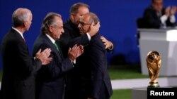 Les officiels après l'annonce que la Coupe du Monde de la FIFA 2026 aura lieu aux Etats-Unis, au Mexique et au Canada, lors du 68ème Congrès de la FIFA à Moscou, en Russie, le 13 juin 2018.