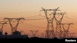 Des pilons d'électricité à Cape Town, en Afrique du sud, le 17 juillet 2009.