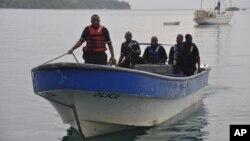 Cảnh sát biển Jamaica trở về sau cuộc tìm kiếm không có kết quả chiếc máy bay rơi gần Port Antonio, Jamaica, 5/9/2014.