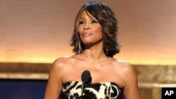 """El documental """"Whitney: Can I Be Me"""" se estrenó en agosto de 2017 en Showtime, una unidad de CBS Corp, y la BBC la emitió en el Reino Unido."""