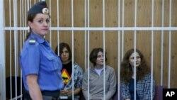 Надежда Толоконникова, Мария Алехина и Екатерина Самуцевич (архивное фото)