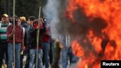 Manifestantes protestan contra el presidente de Ecuador, Lenín Moreno, en Quito el 8 de octubre de 2019. REUTERS/Ivan Alvarado.