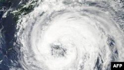 На японський острів Сікоку обрушився тайфун