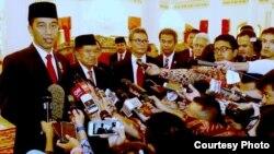 Presiden Jokowi secara resmi mengumumkan calon Kapolri Komjen Tito Karnavian di Istana Negara Jakarta, Kamis, 16 Juni 2016. (Foto: VOA/ Biro Pers Kepresidenan).