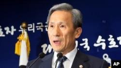 Menteri Pertahanan Korea Selatan, Kim Kwan-jin (Foto: dok). Presiden Korsel Park Geun-hye meminta Kim Kwan-jin untuk memperpanjang masa jabatannya setelah calon Menhan yang dipilihnya, Kim Byung-kwan mengundurkan diri (22/3).