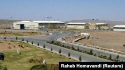 Fasilitas pengayaan uranium, Natanz, sekitar 250 km arah selatan dari Ibu Kota Iran, Teheran, 30 Maret 2005. (Foto: Raheb Homavandi/Reuters)