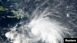"""美国宇航局和海洋及大气管理局关于飓风""""马修""""的卫星图像"""