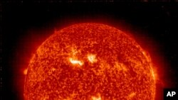 美國太空總署在3月8日拍攝到的太陽風暴圖像