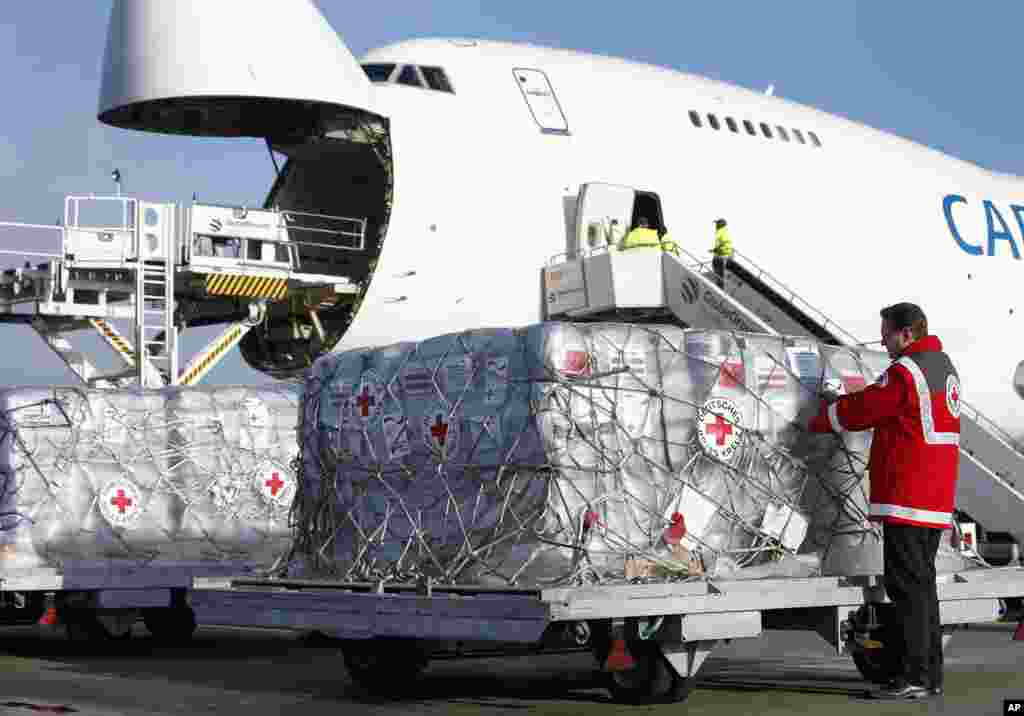 An employee of the German Red Cross loads donations for the victims of the typhoon at the Schoenefeld Airport, Berlin, Germany, Nov. 13, 2013.