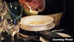 Có đến một nửa thực phẩm mà thế giới sản xuất ra đã bị vứt đi thay vì để ăn.