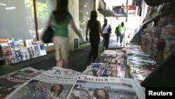 La circulación de los dos periódicos en Argentina fue bloqueada por un paro de 48 horas de vendedores y distribuidores de diarios.