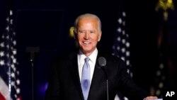បេក្ខជនប្រធានាធិបតីខាងគណបក្សប្រជាធិបតេយ្យលោក Joe Biden ដែលត្រូវបានគេព្យាករណ៍ថាជាអ្នកឈ្នះការបោះឆ្នោតប្រធានាធិបតីសហរដ្ឋអាមេរិក ថ្លែងសុន្ទរកថានៅទីក្រុង Wilmington រដ្ឋ Delaware កាលពីថ្ងៃទី ៧ ខែវិច្ឆិកា ឆ្នាំ២០២០។
