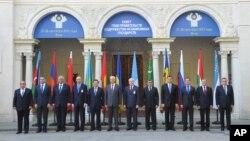 Главы правительств стран Содружества Независимых Государств на саммите СНГ в Ялте, Украина. 28 сентября 2012 года