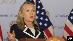 Američka državna sekretarka Hilari Klinton na konferenciji za novinare u Kambodži, 12. jul 2012.
