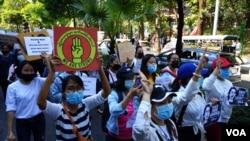 仰光反对缅甸军事政变的抗议活动(2021年2月9日)。