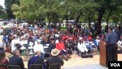 Cientos de estudiantes lucieron toga y birrete durante el evento en apoyo al DREAM Act frente al capitolio.