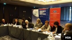 """Konferencija """"Demoratski do promene Ustava"""" u beogradskom hotelu Metropol (Veljko Popović, Glas Amerike)"""