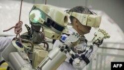 اس روبوٹ کو 'فیڈور' کا نام دیا گیا ہے۔ یہ پہلا موقع ہے جب روس نے انسان نما روبوٹ خلا میں روانہ کیا ہے جو 10 روز تک بین الاقوامی خلائی اسٹیشن میں رہے گا۔