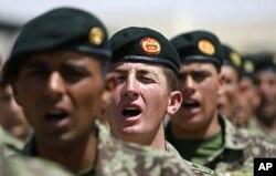 نیرو های امنیتی افغان که قرار است مسئولیت امنیت افغانستان را عهده دار گردند.