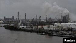 La refinería Valero Houston resultó afectada por las inundaciones del rio Buffalo Bayou luego del paso de Harvey el 27 de agosto