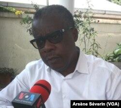 L'ancien ministre Alain Akouala estime qu'il faut réajuster la coopération avec la Chine, à Brazzaville, le 10 septembre 2018. (VOA/Arsène Séverin)