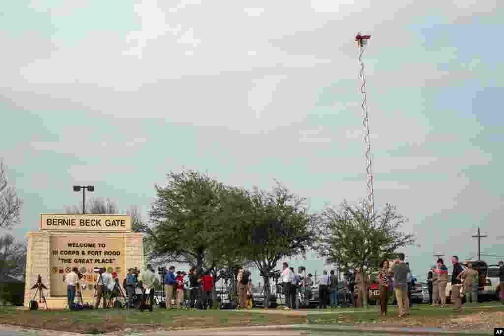 اس بیس میں ایک فوجی نے فائرنگ کر کے تین اہلکاروں کو ہلاک اور 16 افراد کو زخمی کر دیا۔